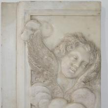 Couple of exceptional baroque marble angel panels, Italy circa 1700-1750